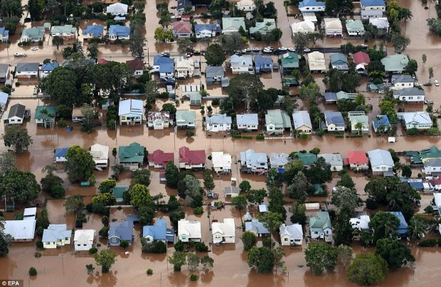 3ECD669300000578-4367028-An_aerial_view_of_floodwaters_engulfing_central_Lismore_New_Sout-a-21_1490958114892.jpg